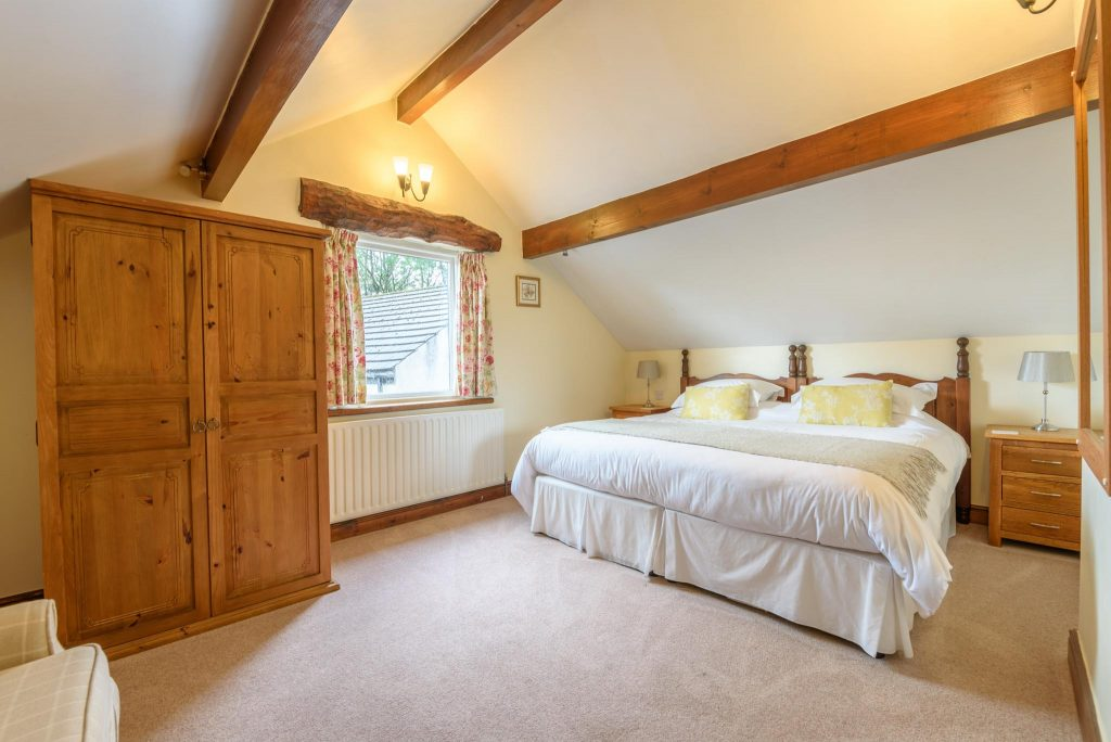 Master bedroom with super king bed (can be 2 singles on request)
